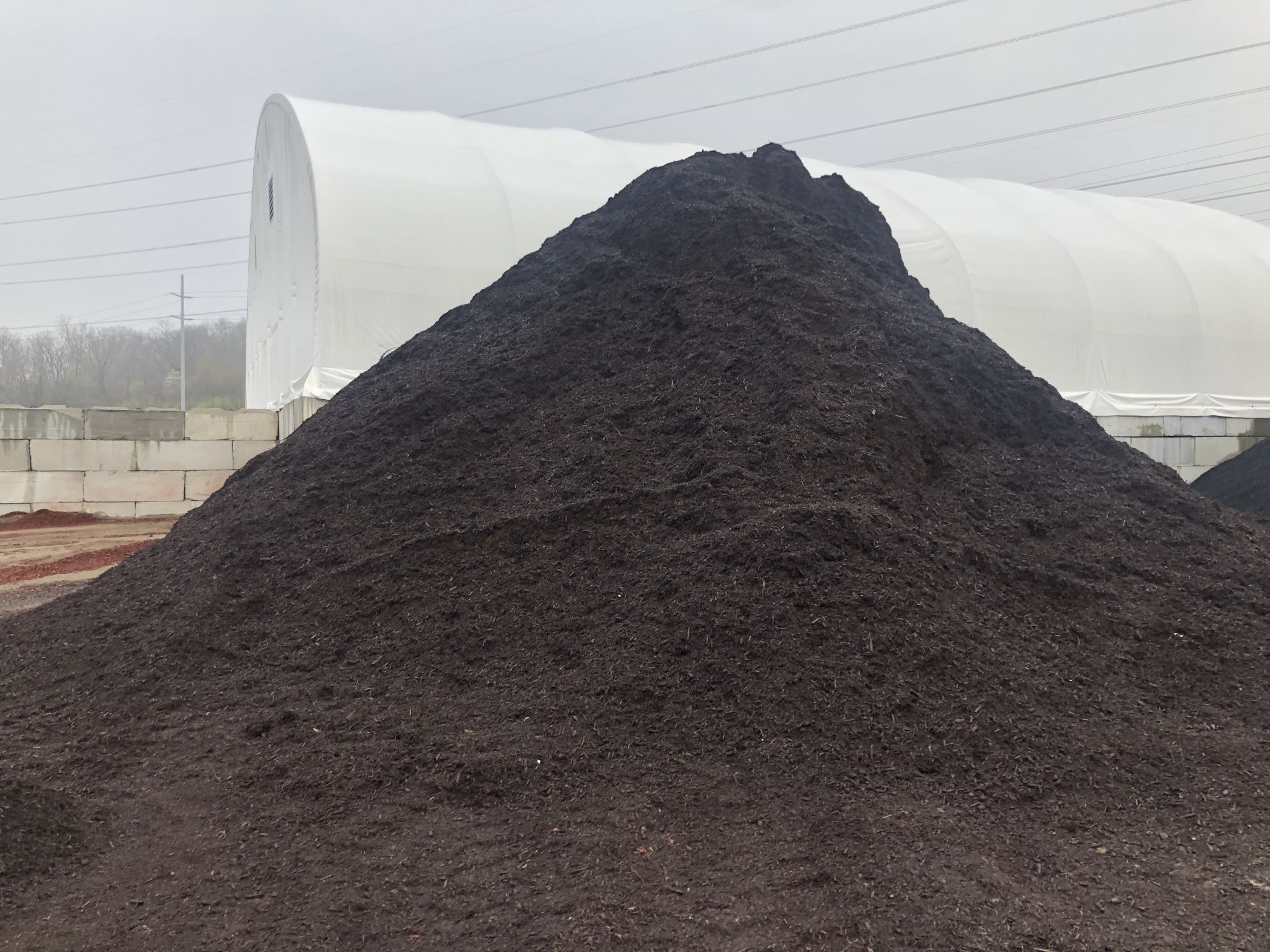 Brown mulch, landscaping supplies in Cleveland, Ohio